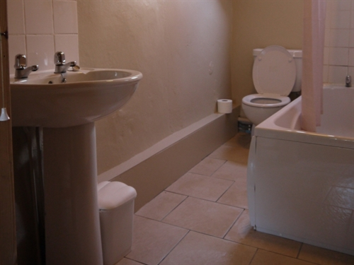 Graianog Farmhouse Annexe bathroom